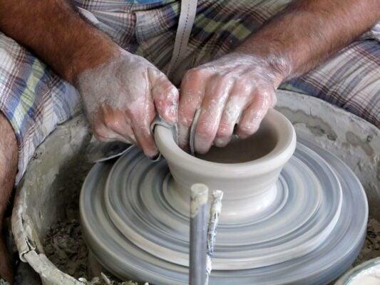 Töpferhandwerk Keramik Drehscheibe handgemacht