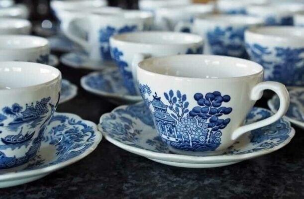 Porzellan Tassen Untertassen Weiß Blaues Muster