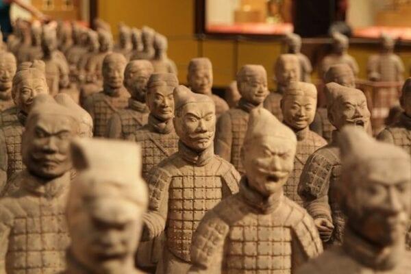 Terrakotta Soldaten in beige braun aus China