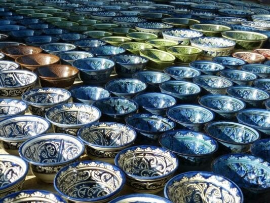 Bunt verzierte Keramik Schüsseln